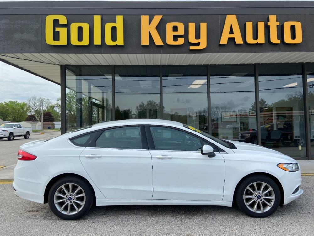 2017 White Ford Fusion SE (3FA6P0H71HR) with an 2.5L L4 DOHC 16V engine, 6A transmission, located at 1633 W Kimberly, Davenport, 52806, (563) 323-5341, 41.559456, -90.598732 - Photo #0